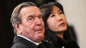 Gerhard Schröder gibt Manfred Stolpe (†) letztes Geleit