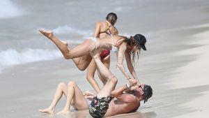 Starke Pose: Mit wem macht Heidi Klum denn hier Strand-Yoga?