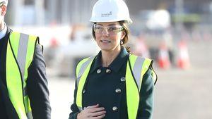 Mit süßer Babykugel & Helm: Herzogin Kate als Bauarbeiterin!
