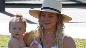 Nur in einer Windel: Hilary Duffs Tochter besucht Geburtstag