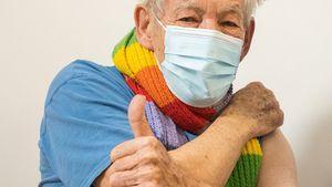 """Besonderer Tag"": Ian McKellen (81) erhielt Corona-Impfung"