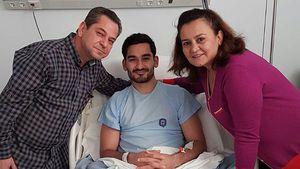 Ilkay Gündogan und seine Eltern im Krankenhaus