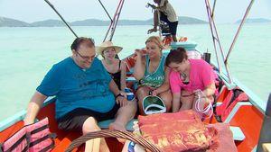 Ingo mit Jessica C., Jessica B. und Michelle in Thailand