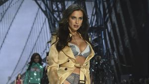Irina Shayk läuft bei der Victoria' Secret-Show im November 2016 in Paris