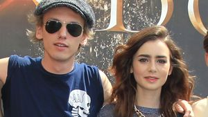 Darum bewundert Jamie Campbell Bower Lily Collins