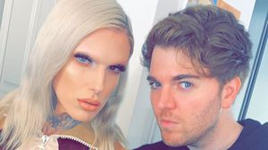 Fans angeekelt: Haare in Jeffree & Shanes Lidschattenpalette