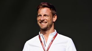 Formel 1-Star Jenson Button heiratet Dessous-Model