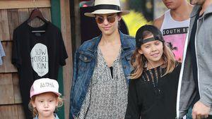 Jessica Alba und Cash Warren mit ihren Töchtern Haven Garner (li.) und Honor Marie