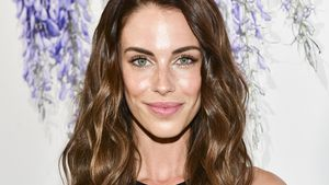 90210-Star Jessica Lowndes im trendy Festtags-Look