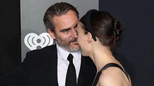 Selten: Joaquin Phoenix und Rooney Mara ganz innig auf Event