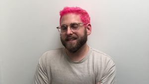 Pinke Pracht: Jonah Hill rockt seinen neuen Hair-Style!