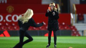 Julia Roberts und ihre Tochter im Fußballstadion in Manchester