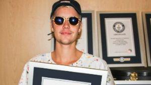 """Justin Bieber mit einem """"Guinness World Records""""-Zertifikat"""