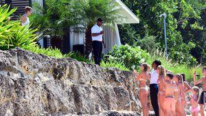 Justin Bieber und ein paar Fans am Strand von Barbados