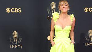 Kurz nach Ehe-Aus: Kaley Cuoco strahlt in Neon bei den Emmys