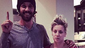 So gammelig begrüßten Kaley Cuoco & Ryan 2015