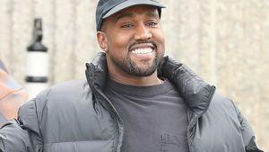 So fröhlich! Neu-Papa Kanye grinst wie ein Honigkuchenpferd