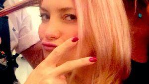 Kate Hudson lässt sich rosa Strähnchen machen