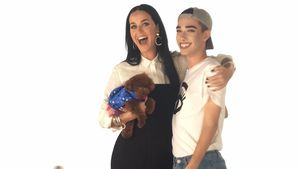 Sängerin Katy Perry mit Instagram-Star James Charles beim Covergirl-Shooting