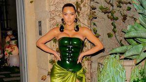 Wie der Hulk? Kim Kardashian in besonderem Xmas-Outfit