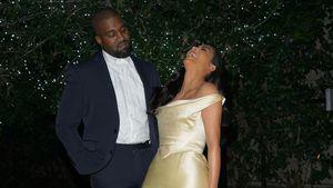 In den Armen von Kanye: Kim Kardashian bekommt Lachanfall