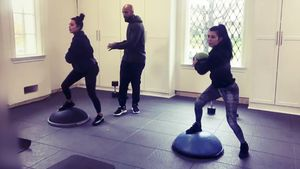 Kim und Kourtney Kardashian beim Workout