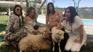 Kourtney Kardashian, Chrissy Teigen, Kim Kardashian und eine Freundin