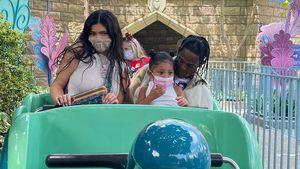 Mit Stormi: Kylie Jenner und Travis besuchen Disneyland