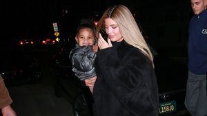 Cheese! Kylie Jenners Tochter Stormi strahlt Fotografen an