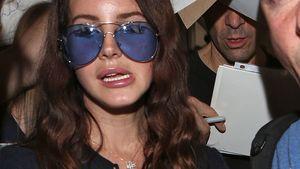 Brillenschlange XXL: Lana Del Rey sieht blau