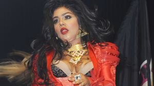 Outfit-Fauxpas: Lil Kim im roten Leberwurst-Look