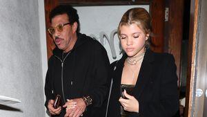 Lionel Richie mit seiner Tochter Sofia Richie vor einem Restaurant in West Hollywood