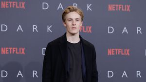 "Nach ""Dark"": Internationale Karriere für Louis Hofmann (20)?"