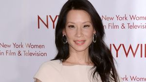Top oder Flop? Lucy Liu in sexy Lackstiefeln