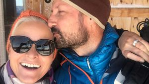 Zwei Schneehasen: Mette-Marit und Haakon total verschmust!