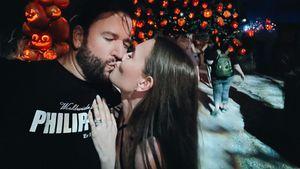 Total verliebt! Wendler und Laura knutschen im Freizeitpark