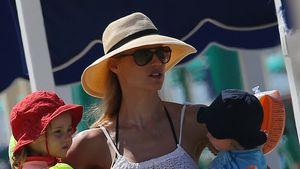 Michelle Hunziker mit Sole und Celeste am Strand