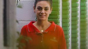 Natürlich schön: Hier lächelt Mila Kunis einen Paparazzo an