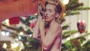 Nanu! Bei wem hing denn Miley Cyrus am Tannenbaum?
