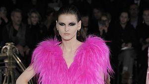 Fashion Week: Schultern, Fell & Neon bei Versace