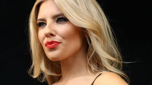 Oh là là! Mollie King rockt in sexy Hotpants