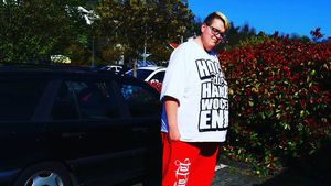 Als Praktikant: Hans Entertainment poliert im Autohaus!