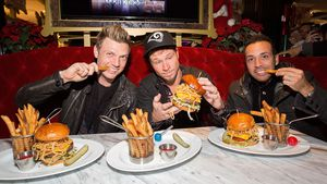 Saftig & lecker: Backstreet Boys eröffnen BBQ-Restaurant!