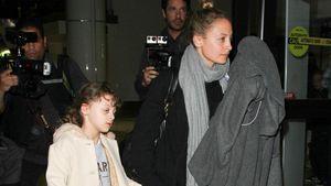 Nicole Richie mit Tochter Harlow am Flughafen in Los Angeles