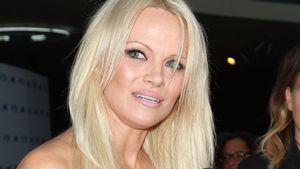 Pamela Anderson im Glitzerkleid