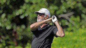 Entspannung pur: Pierce Brosnan spielt Golf auf Hawaii!