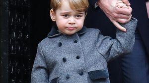 Prinz George mit kurzer Hose und Kniestrümpfen nach der Christmesse