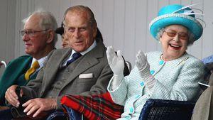 """Prinz Philip unterhält die Queen mit """"ungezogenen"""" Witzen!"""
