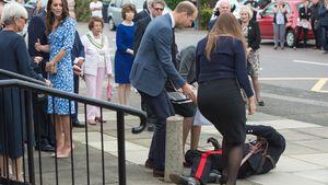 Prinz William hilft einem gestürzten Mann