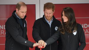 Prinz William, Prinz Harry und Herzogin Kate mit dem Start-Button des Londoner Marathon